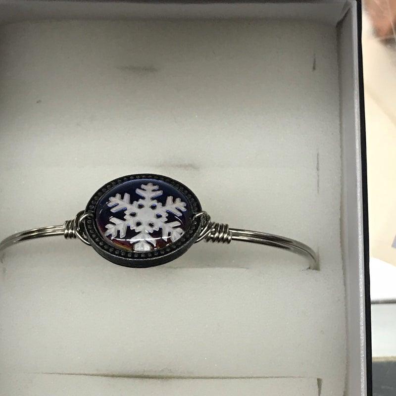 Snowflake Intaglio Bracelet