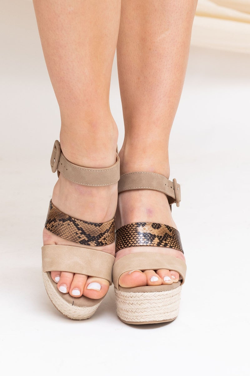 Sneaking Into Spring Wedge *Final Sale*