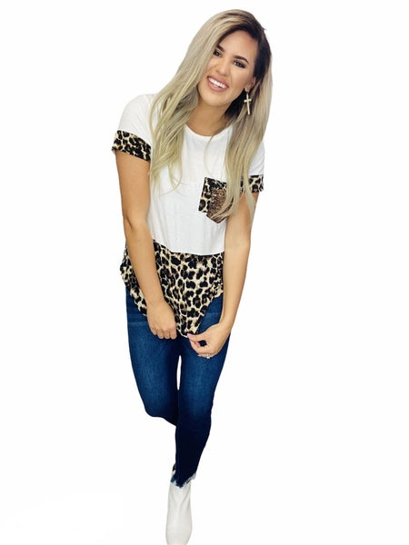 SHORT SLEEVE SOLID AND LEOPARD PRINT CONTRAST TOP WITH POCKET DETAIL