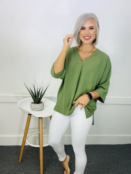 WOVEN AIRFLOW V-NECK DOLMAN 3/4 SLEEVE TOP WITH SIDE SLITS- Ash Olive