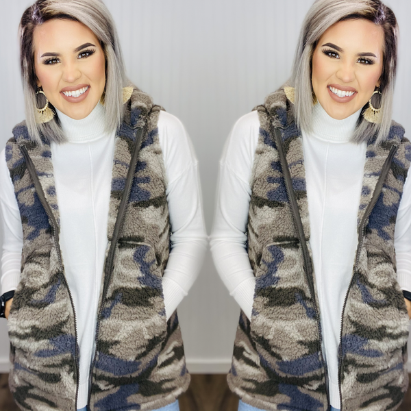 SOFT SHERPA CAMOUFLAGE PRINTED HIGH-LOW HEM ZIP-UP HOODED VEST WITH POCKETS- DUSTY CAMO