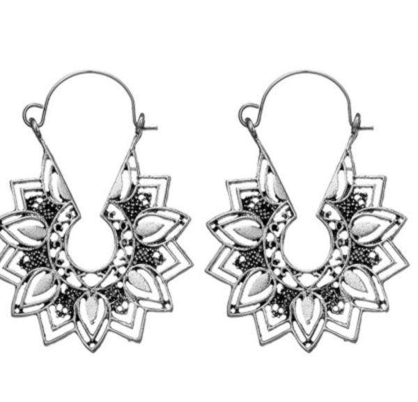 Pre-ORder Silvery Casual Flower Earrings