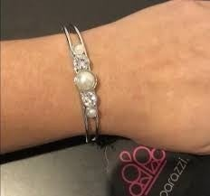 """Vow To Wow"""" White And Silver-tone complete set"""