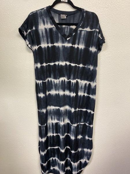 Wavy Black Maxi Dress