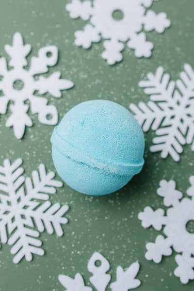 Cottage Garden Bath Bomb in Blue Christmas