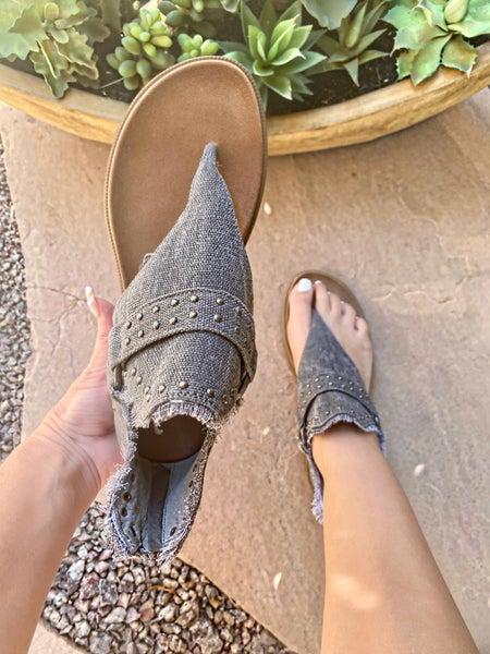 Very G Journey Sandal in Gray