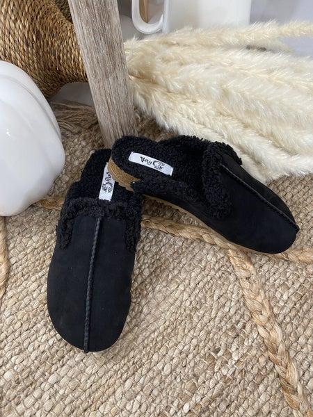 Very G Chance Slip-on in Black