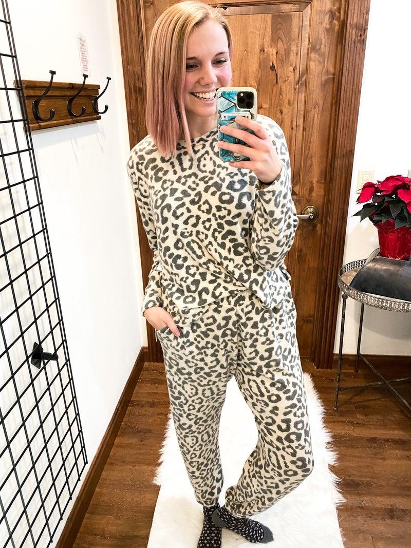 Leopard Full of Rosey Bottoms
