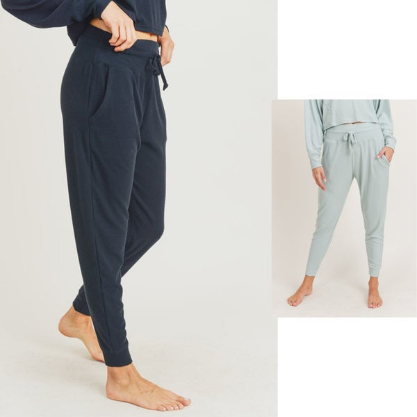 All-Over Ribbed Essential Sweatpants