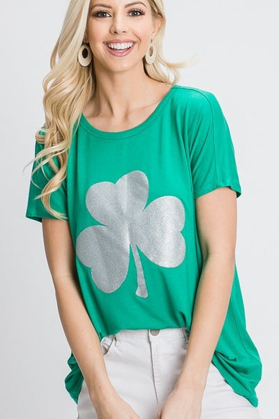 SHORT SLEEVE ROUND NECK SOLID TOP WITH CLOVER DETAIL