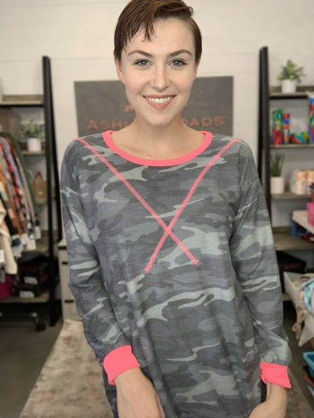 LONG SLEEVE CAMO TOP W/ HOT PINK DETAIL