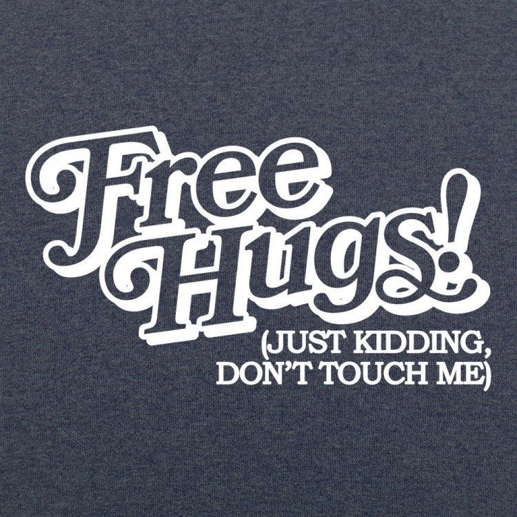 FREE HUGS GRAPHIC TEE