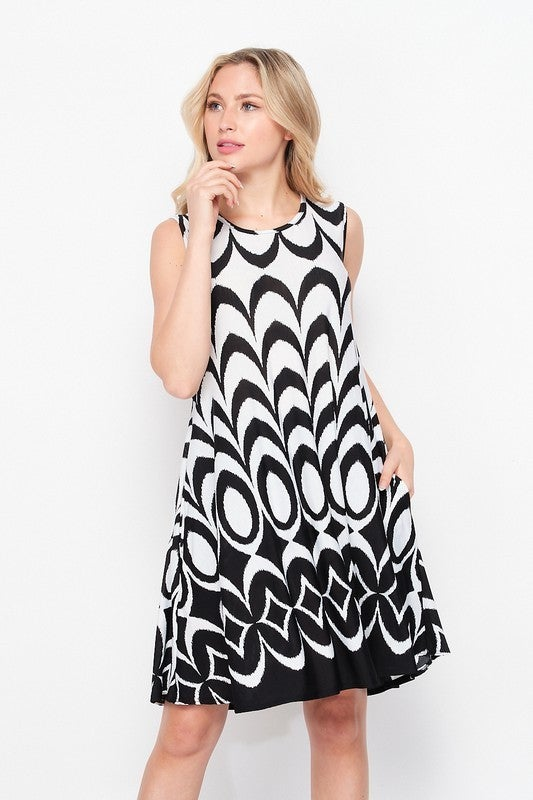 BLACK & WHITE SLEEVELESS DRESS