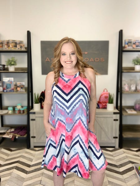 CHEVRON PRINT SLEEVLESS DRESS