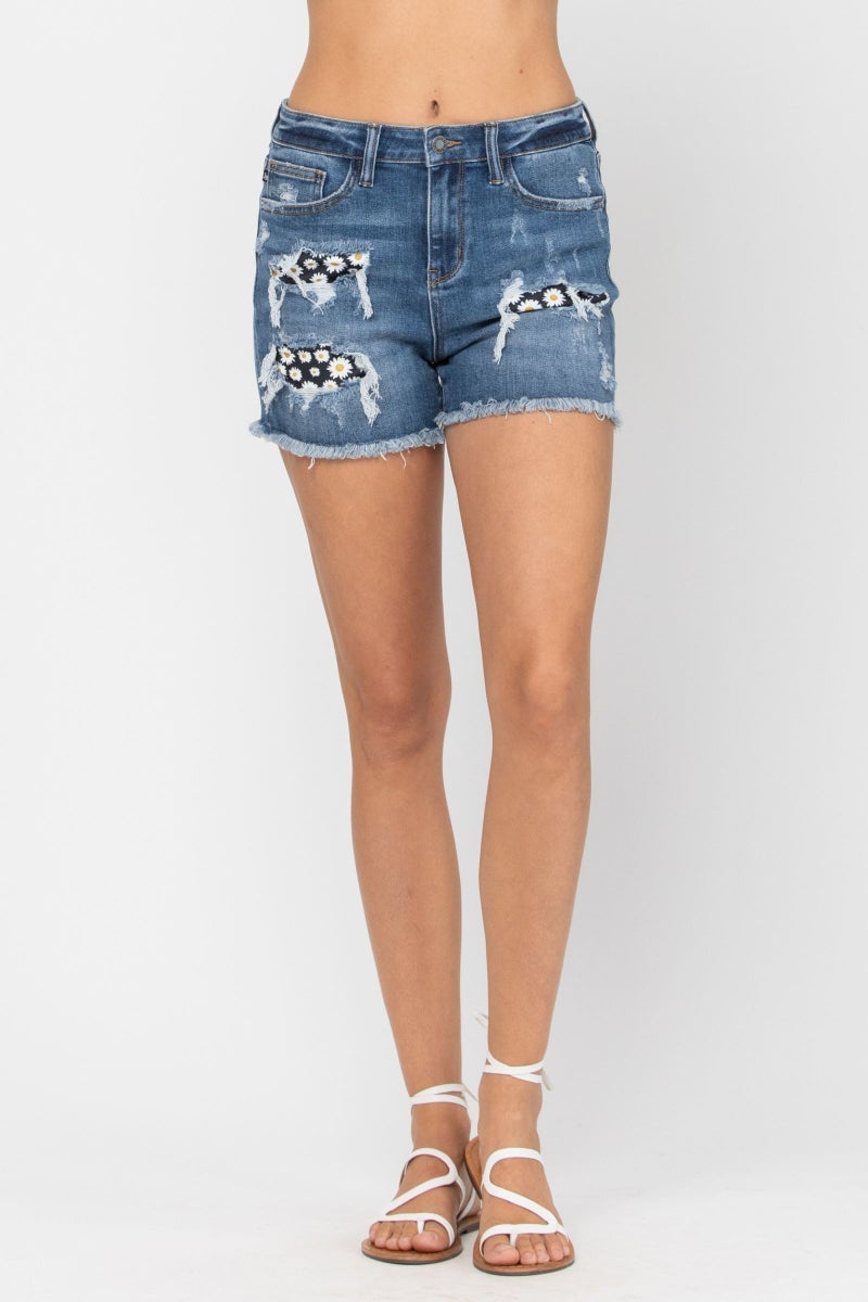JUDY BLUE HIGH RISE DAISY PATCH SHORTS