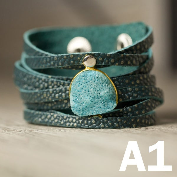 LEATHER BRACELET WITH STONE