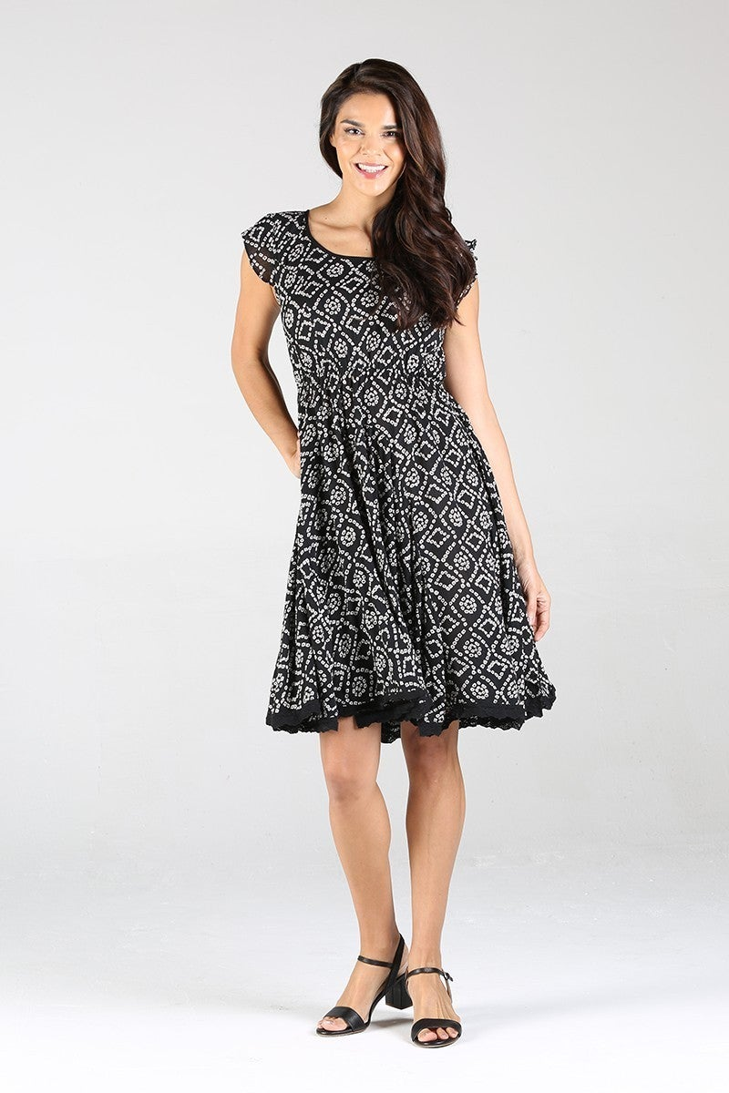 SHORT SLEEVE KEY-HOLD BACK WITH LACE HEM DRESS