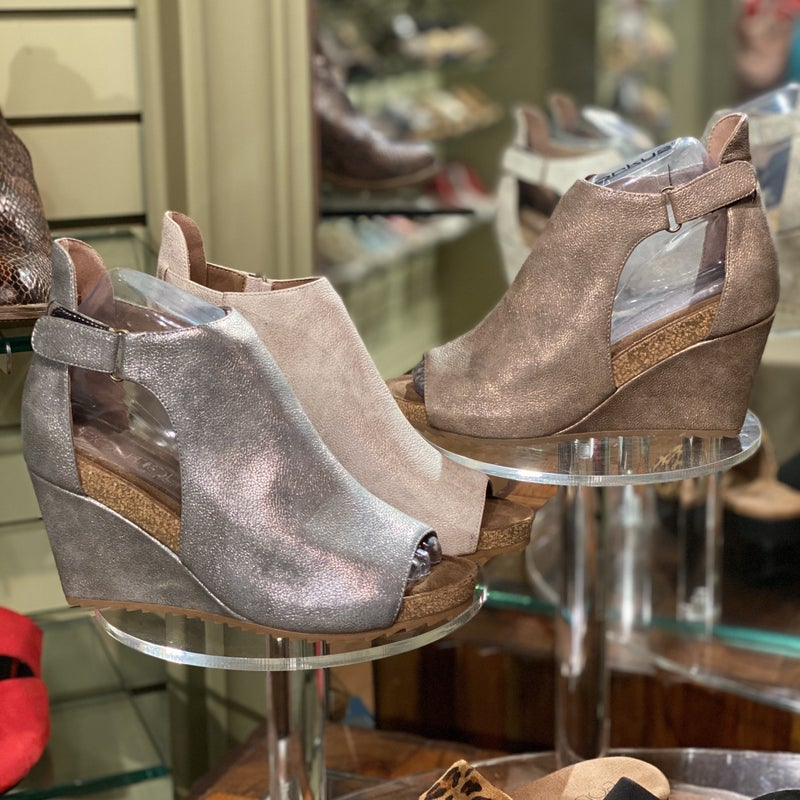 Look at Her Go Wedges - 4 colors!