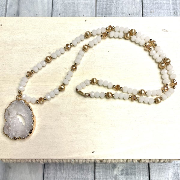Stone Pendent Beaded Necklace