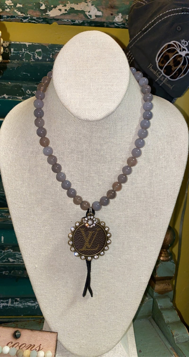 B3 Healing Stone Necklace Grey Agate