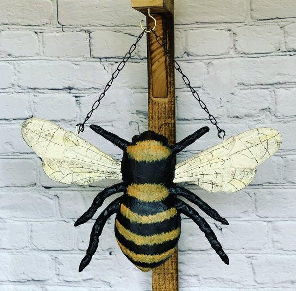 Bee Arrow Hanger
