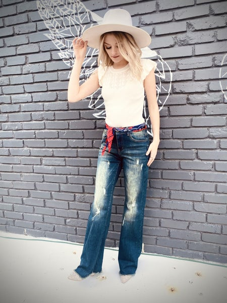 Straight Leg Distressed Jeans TH
