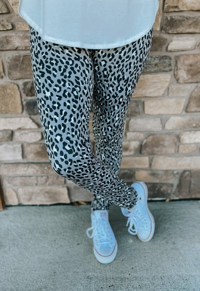 Women's Bizzy Butter Leggings: Gray Cheetah