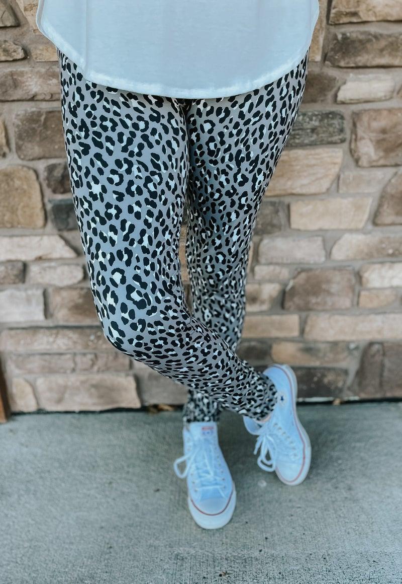 Women's Bizzy Butter Leggings: Gray Cheetah