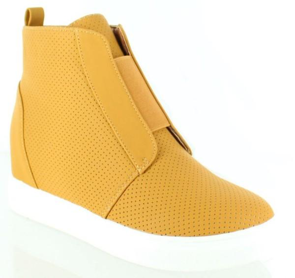 *SALE* Camel Pull On Wedge Sneakers