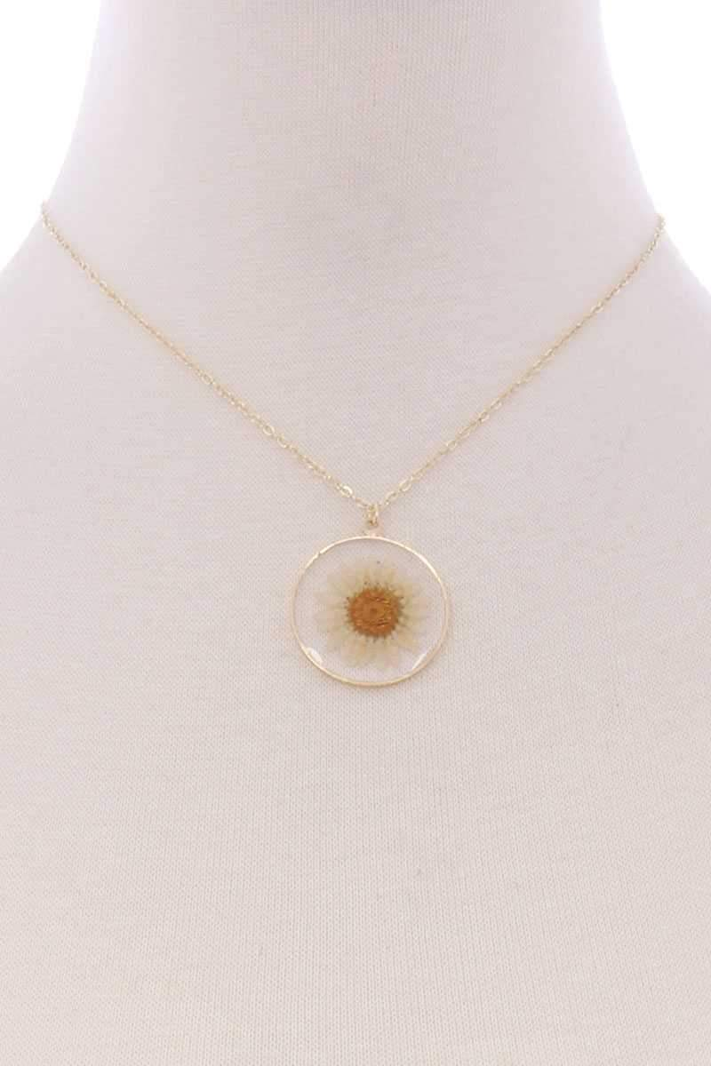 Press Your Luck Daisy Necklace