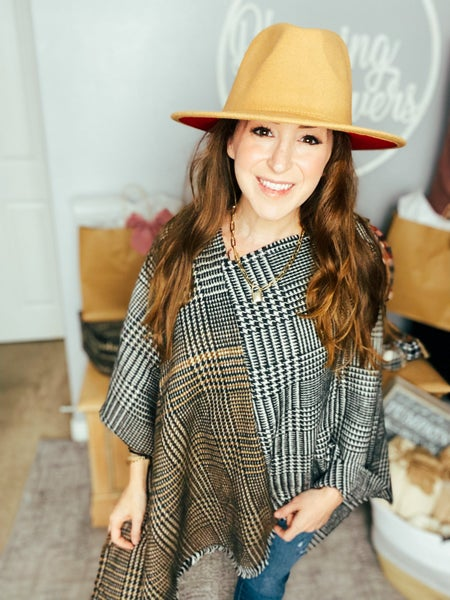 Doorbuster: One Size Houndstooth Poncho