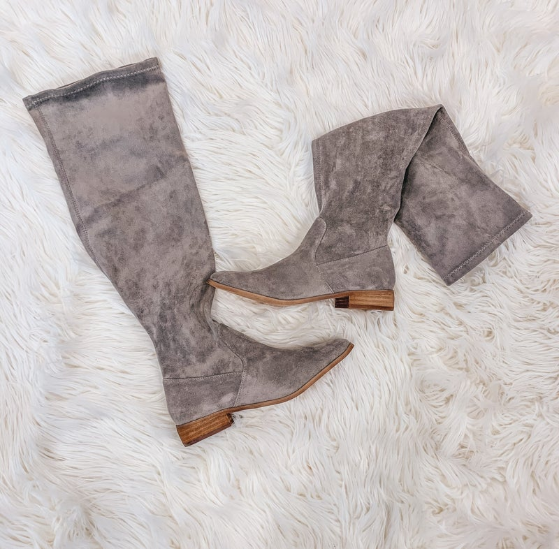 << GRAY OVER THE KNEE BOOTS >>