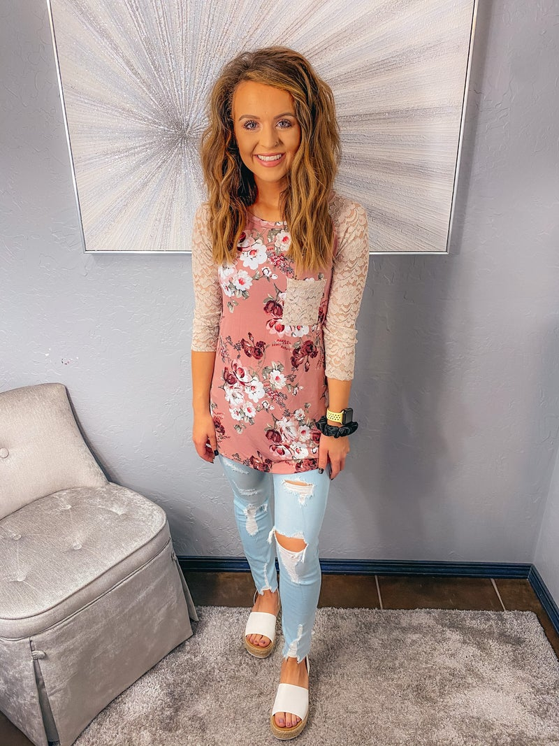 << LACE SLEEVED FLORAL >>