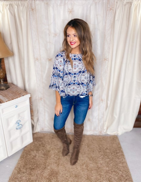 << CROPPED BELL SLEEVE PAISLEY TOP >>