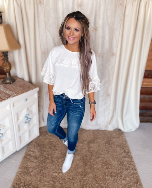<< TEXTURED AND LACE TOP >>