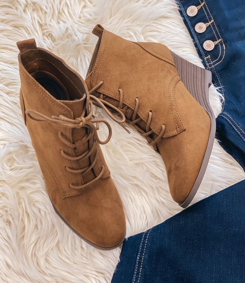<< BROWN LACE UP BOOTIES >>
