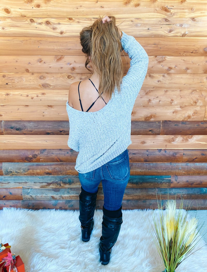 << OVER SIZED CHENILLE SWEATER >>