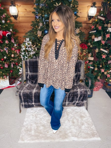 << RIBBED LEOPARD LACE UP TOP >>