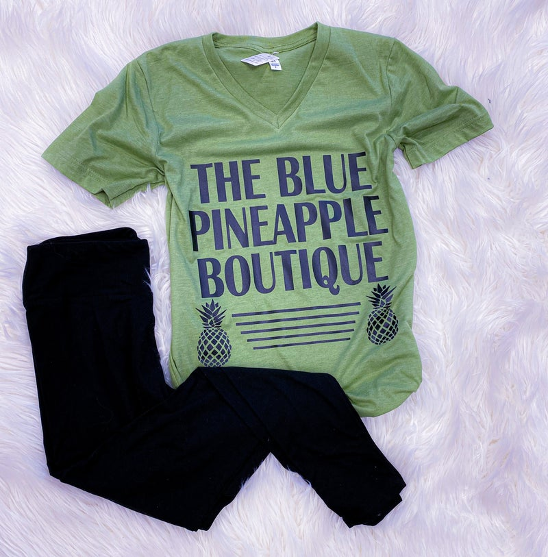 << BLUE PINEAPPLE BOUTIQUE LOGO TEE >>