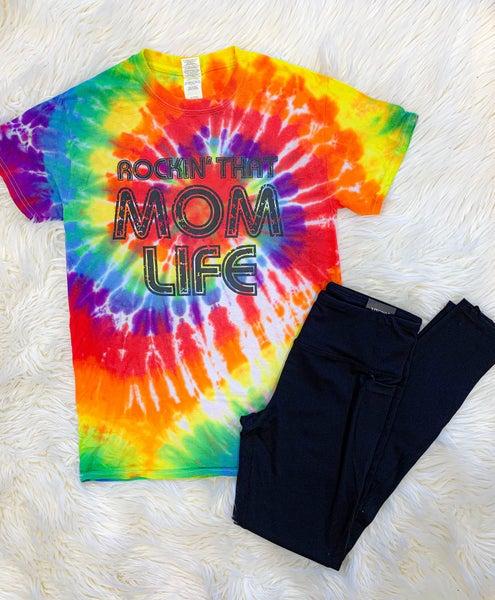 "<< ROCKIN"" THAT MOM LIFE >>"