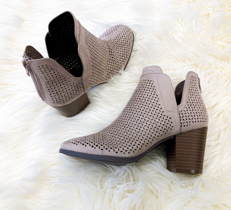 << PATTERNED BOOTIES >>
