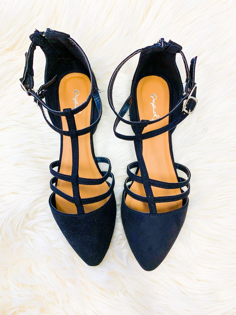 << POINTED TOE SANDALS >>