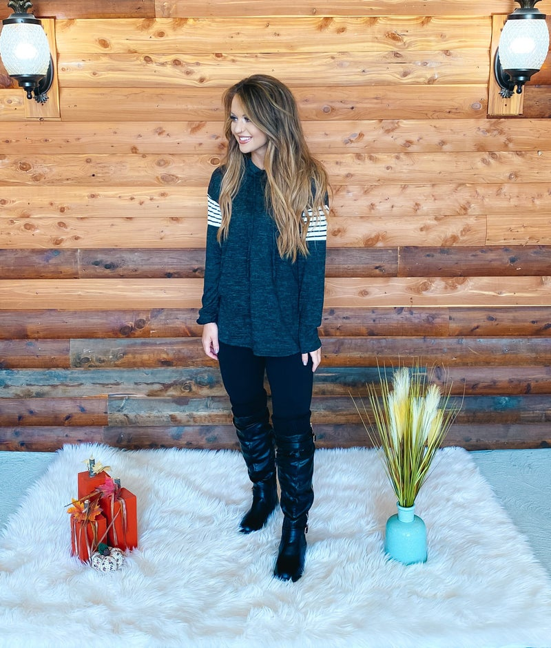 << HEATHERED CONTRAST PULLOVER >>