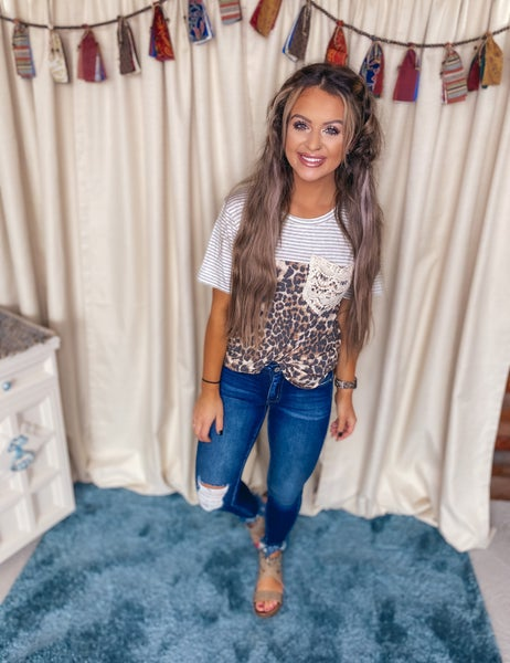 << LACE POCKET LEOPARD AND STRIPES TOP >>