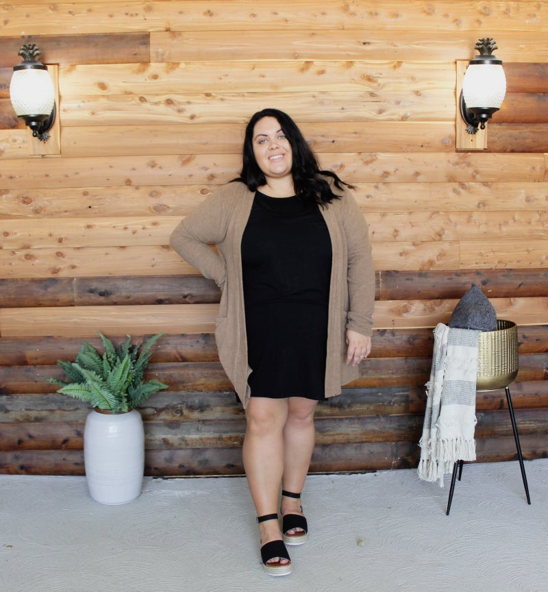 << CURVY LITTLE BLACK DRESS>>