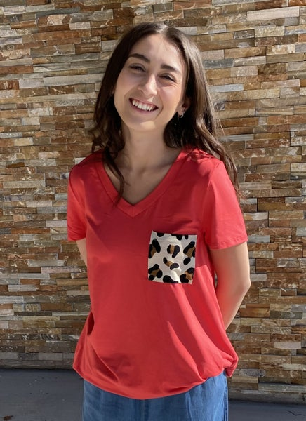CORAL V-NECK TOP WITH LEOPARD PARTY POCKET