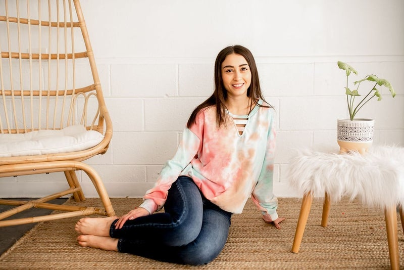 CORAL TIE DYE KNIT TOP WITH V NECK CUT OUT