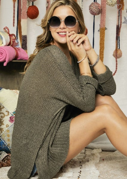 LOOSE FIT ROUND NECK KNITTED SWEATER IN OLIVE