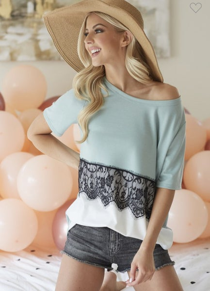 SCALLOP LACE DETAIL BLOCKED TOP