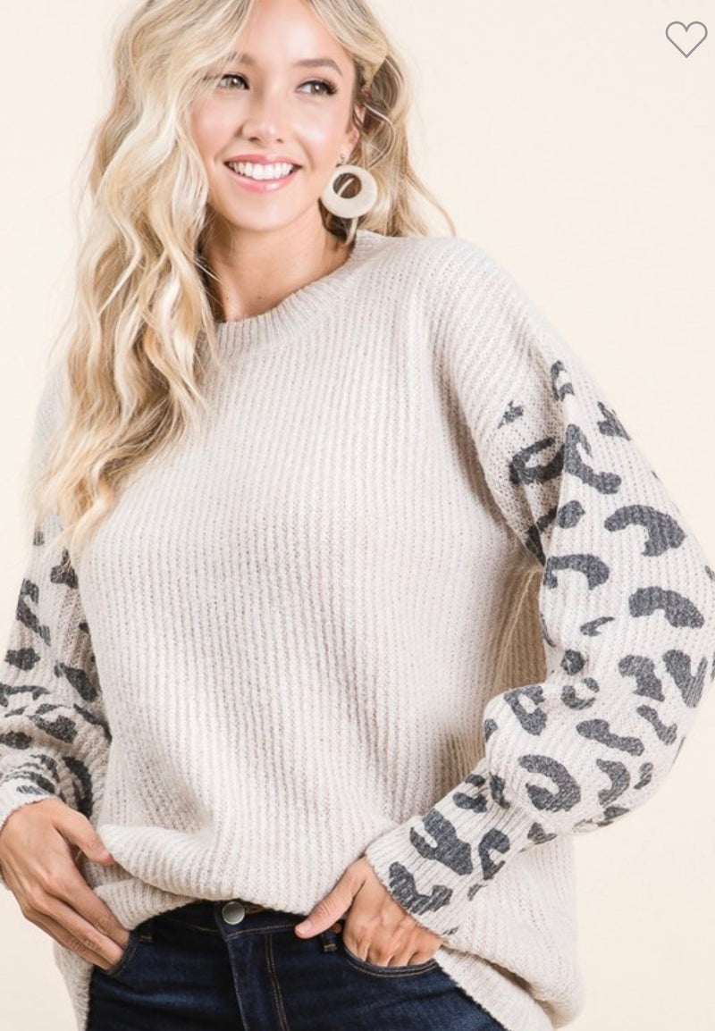 SWEATER TOP WITH LEOPARD PRINTED SLEEVES